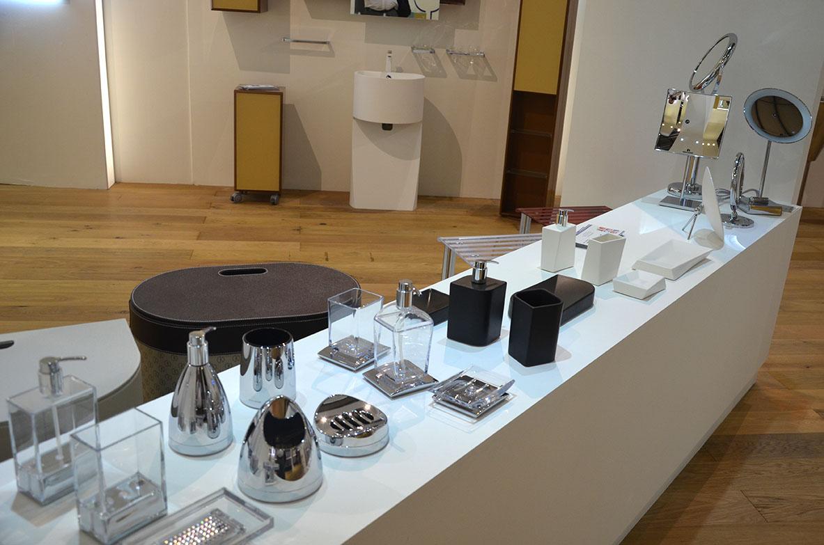 Showroom accessori da bagno hidrobagno for Accessori da bagno
